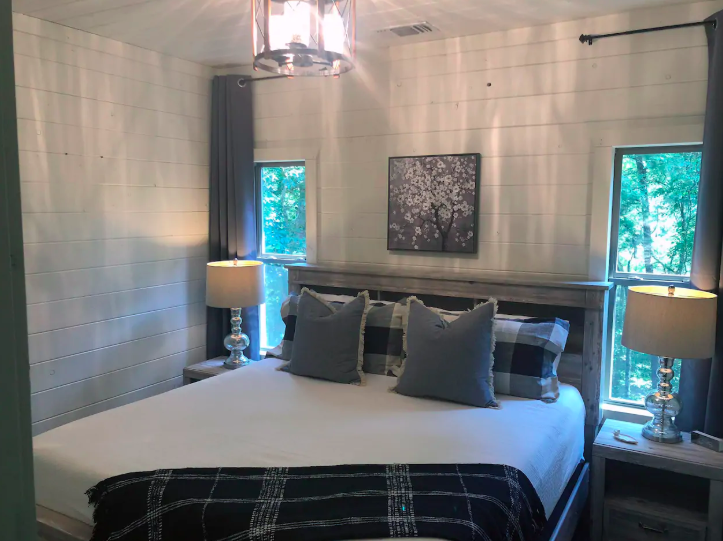 Private Room, King Bed, Shared Bath
